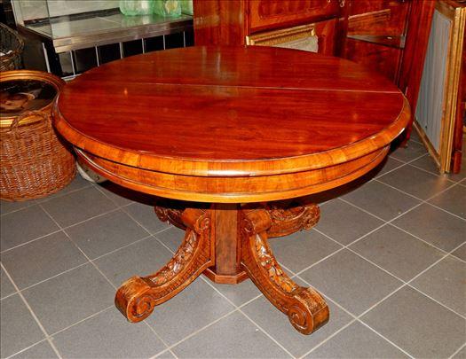 Fantastican stilski sto od hrastovine u duborezu