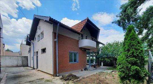 Kuća,  Renovirana 240 m2, prazna / nameštena/ pp/