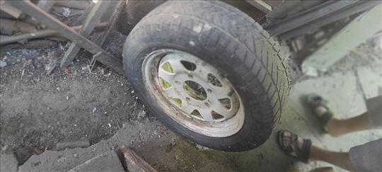 Polovna guma sa alu felnom 5 rupa