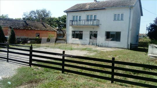 Kuća u Milorcima sa lokalom