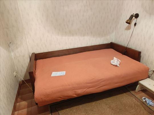 Starinski krevet