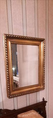 Ogledalo u pozlaćenom ramu