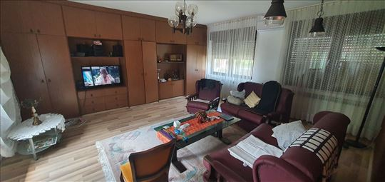 Porodična kuca  119 m2  Sresmki Karlovci Hitno