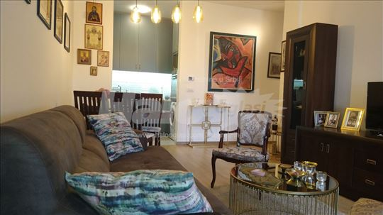 Prodajem luksuzan trosoban stan u novogradnji.
