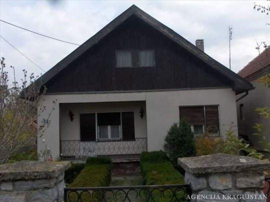 Lapovo, Lapovo (varošica), Kuća, 3.0, 109,00m2