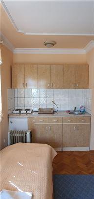 4 opremljena apartmana spremna za izdavanje na dan