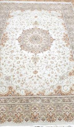 Persijski tepih vedrih boja