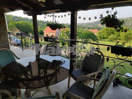 Prelepa kuća sa pogledom -bez ulaganja -Paragovo
