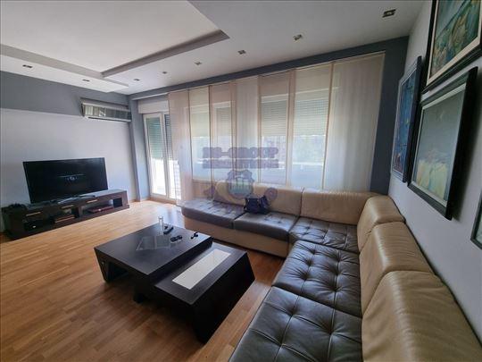 -- Porodičan stan na Limanu --