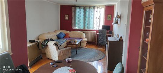 Odličan trosoban stan na Panteleju