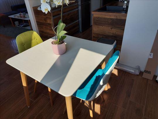 Prodajem trpezarijski sto u odličnom stanju