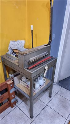 Nož/sekač za papir