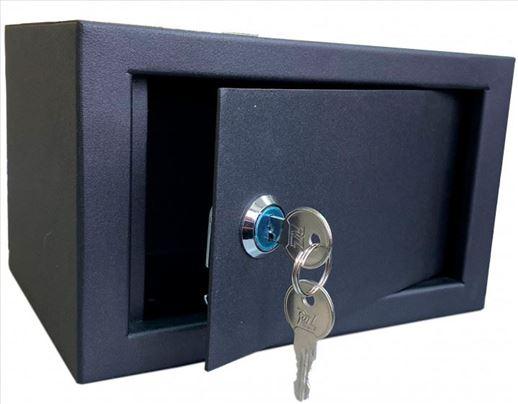 Kutija-sef mehanička brava mini nov 13x21x15 cm