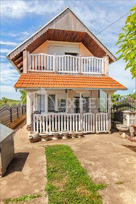 Veliki plac sa kućom u Gornjem Komrenu