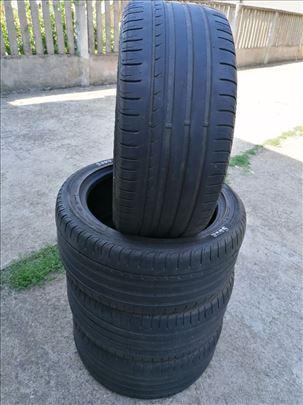 Auto guma 235/45/17