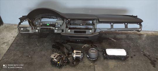 Audi A4, 2014, komandna tabla reparirana