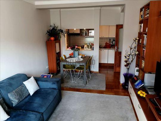 Noviji, svetao, odličan 3.5 stan + garaža