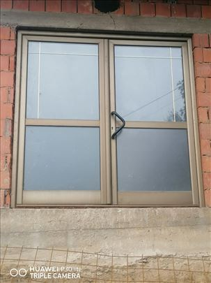 Na Alu vrata i prozori za Lokal