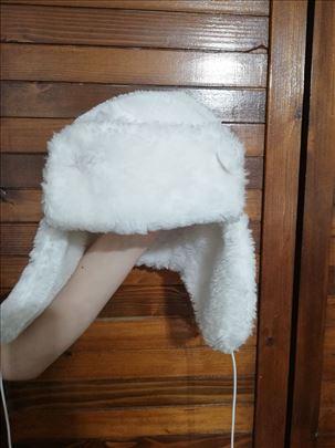 Kapa ushanka bele boje