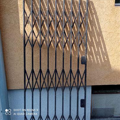 Metalna zastitna resetka-vrata