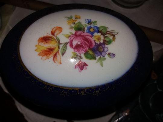 Porcelanska ukrasna kutija
