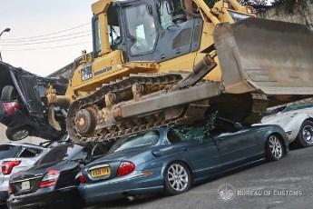 Uništeno 30 luksuznih automobila - iznenadićete se kada vidite zašto