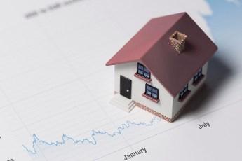 Velika potražnja i niske kamate dižu cene nekretnina u 2018.