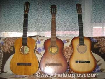 4 akustične gitare može zamena