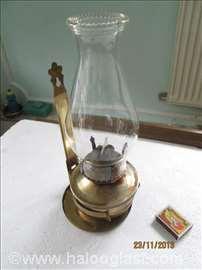 Stara petrolejska lampa