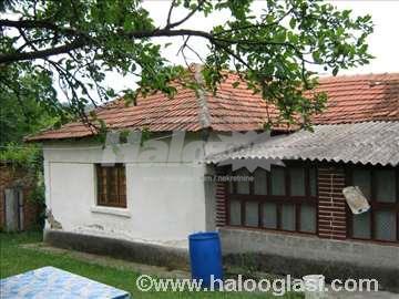 Prodajem seosko imanje sa kucom i pomocnim zgradam