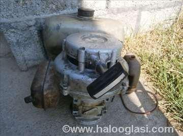 Benzinski motor mešalice za beton marke Tomos