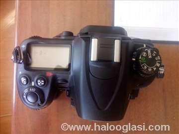 Profesionalan fotoaparat marke Nikon