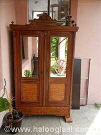 Starinski orman sa ogledalima