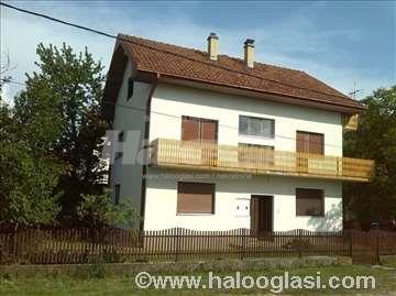 Kuća u Mladenovcu, na 5.7 ari,odlična lokacija