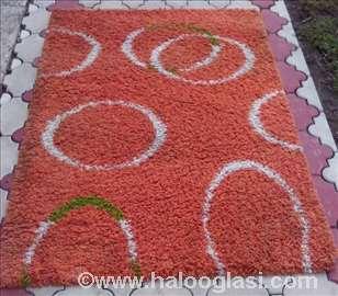 Prelepi čupavi tepih