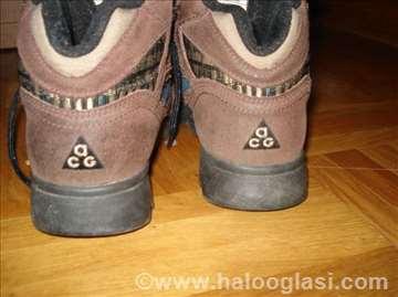 Zimske cipele-prevrnuta koža, tople, broj 38