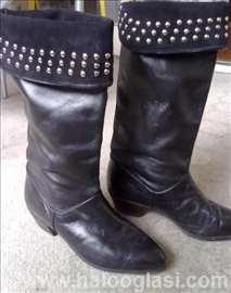 Crne kožne čizme sa nitnama