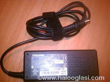Toshiba original punjač 15v 5A
