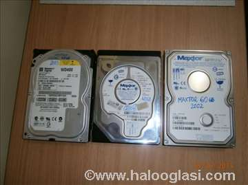 3 ATA hard diska + Firewire kartica