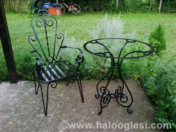 Stolovi i stolice od kovanog gvožđa