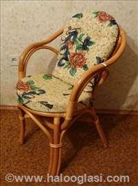Ratan stolica sa jastucima
