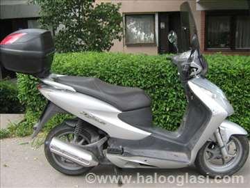 Perfektan skuter za gradsku vožnju i za dalji put