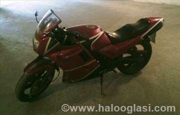 Prodajem motor Yamaha FZ750