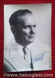 Titova fotografija sa autogramom