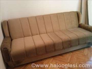 Prodajem dva kreveta i dve fotelje