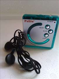 Mali radio sa slusalicama