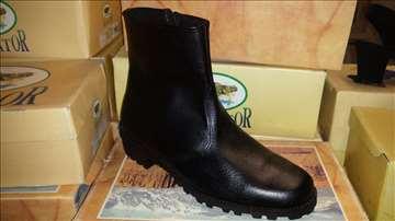 Crne čizme koža novo