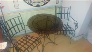 Sto i stolice od kovanog gvožđa