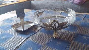 Staklena činija sa srebrnim okvirom i postoljem