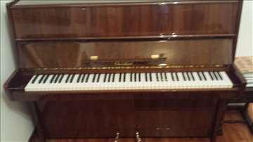 Petrof pianino